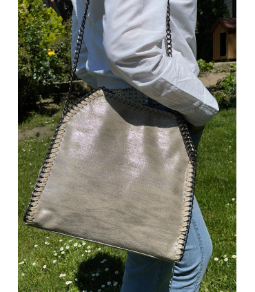 Synthetic bag with chain
